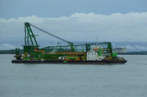 ton crane barge