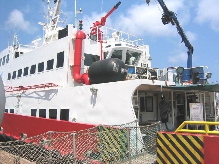 Fast crew utility vessel