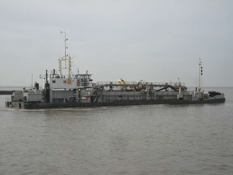 shallow hopper dredge