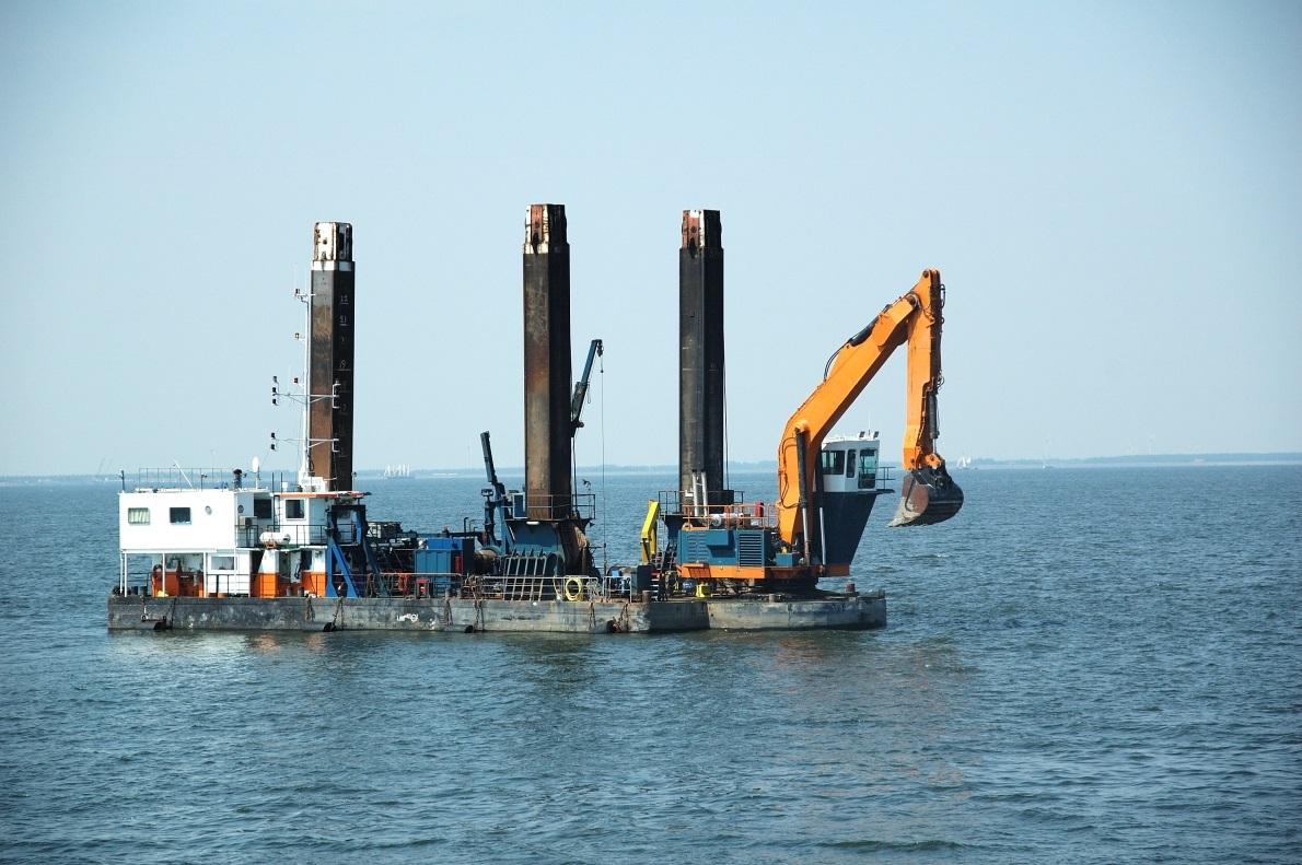 Backhoe Dredger - Van Loon Maritime Services B V