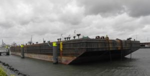 Heavy lift barge