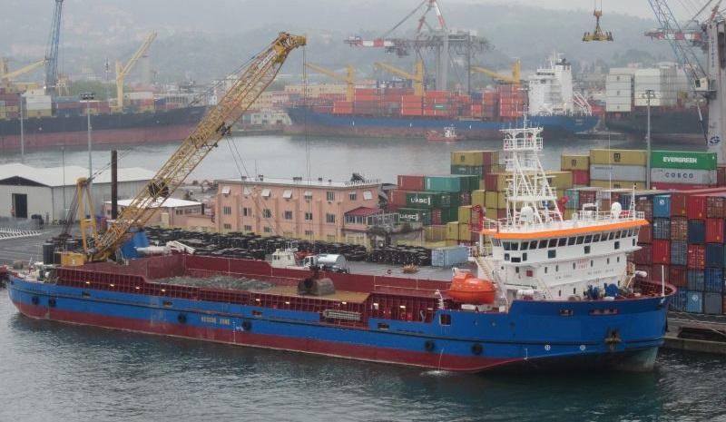 DP2 deck barge