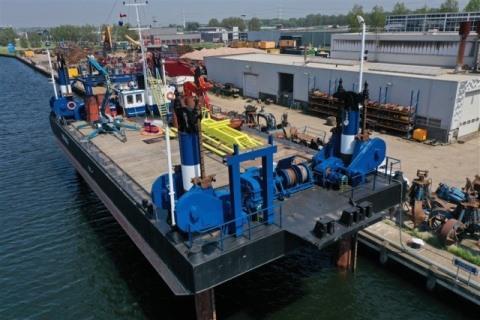 jackup barge